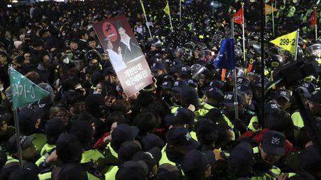Be boi ban than Tong thong Han Quoc: Mot loat doanh nghiep bi lien doi - Anh 4