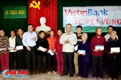 Vietcombank ho tro 1,75 ty dong cho ba con vung lu Ha Tinh - Anh 1