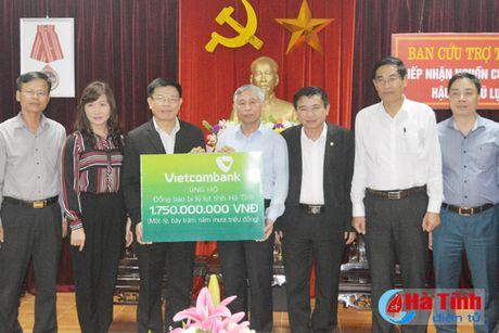 Vietcombank ho tro 1,75 ty dong cho ba con vung lu Ha Tinh - Anh 2