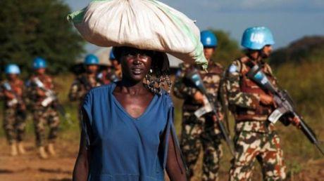 LHQ cach chuc Tu lenh luc luong gin giu hoa binh o Nam Sudan - Anh 1