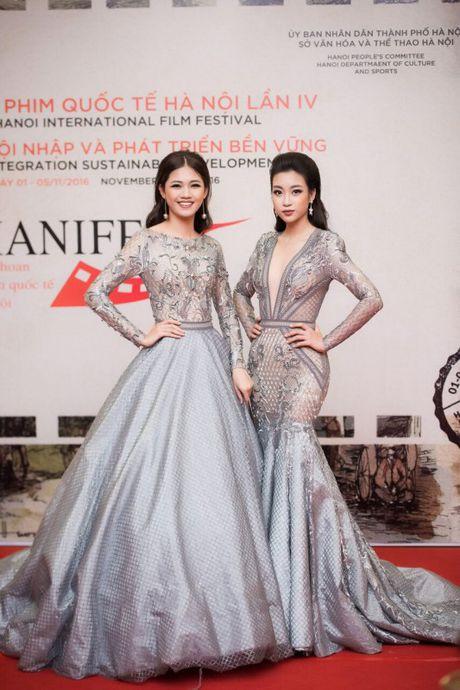 Hoa hau My Linh, A hau Thanh Tu long lay tren tham do - Anh 1