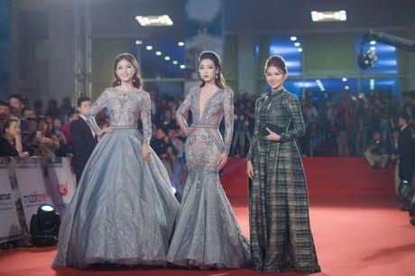 Hoa hau My Linh, A hau Thanh Tu long lay tren tham do - Anh 2