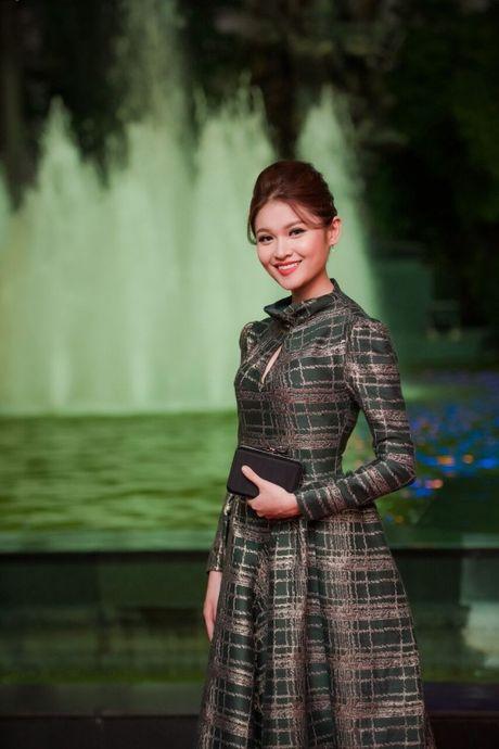 Hoa hau My Linh, A hau Thanh Tu long lay tren tham do - Anh 4
