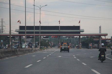 Khong chu y, nhieu nguoi mat tien oan khi qua tram thu phi QL51 - Anh 1
