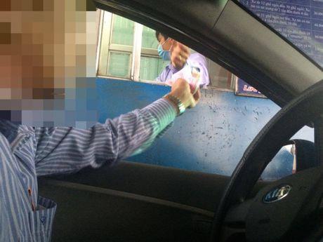 Khong chu y, nhieu nguoi mat tien oan khi qua tram thu phi QL51 - Anh 2