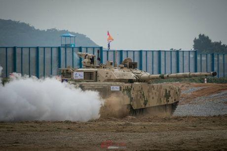 Trung Quoc ra mat xe tang moi canh tranh T-90 va M1 Abrams - Anh 1