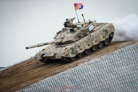 Trung Quoc ra mat xe tang moi canh tranh T-90 va M1 Abrams - Anh 2