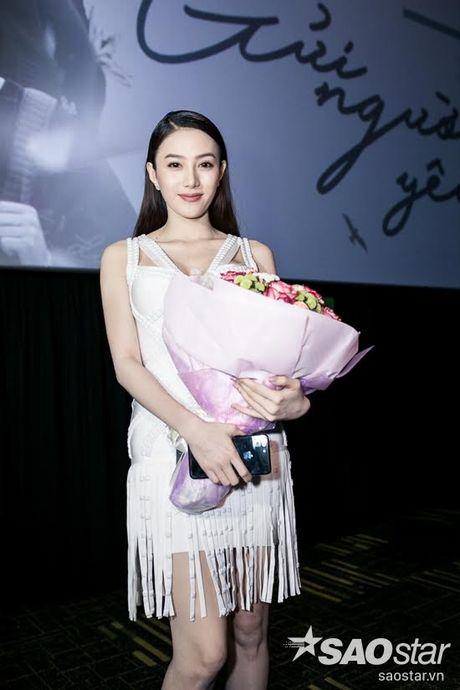 Ha Ho tuoi tan tai ngo Lan Khue va tro cung The Face ngay ra mat phim ca nhac - Anh 11