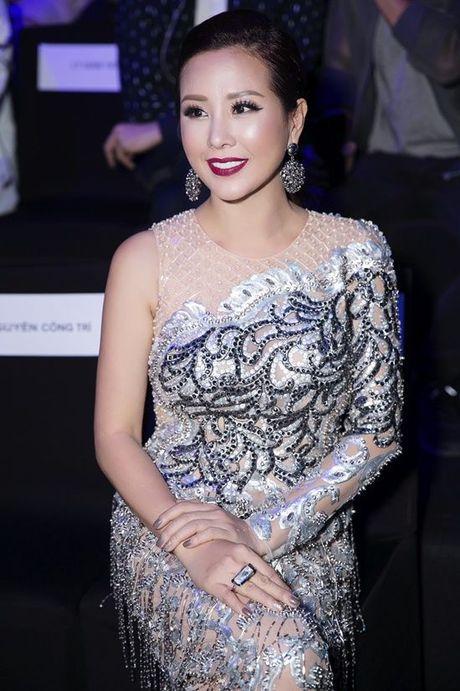 Khong the tuong tuong duoc, hoa hau Thu Hoai da lam dieu nay trong show dien cua NTK Cong Tri! - Anh 3