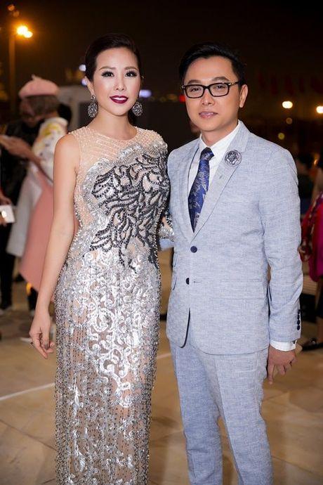 Khong the tuong tuong duoc, hoa hau Thu Hoai da lam dieu nay trong show dien cua NTK Cong Tri! - Anh 4