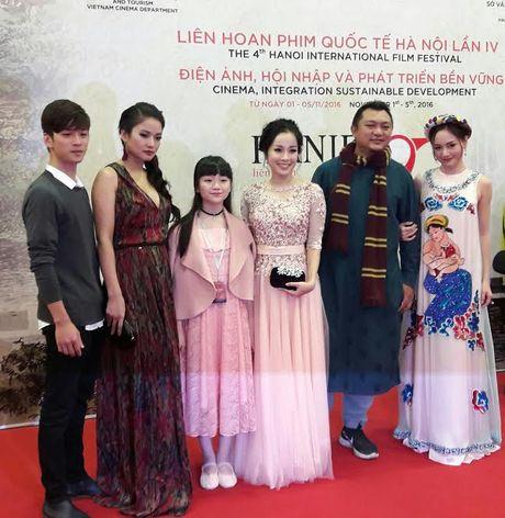 Angela Phuong Trinh goi cam noi bat giua dan sao Viet tren tham do LHP Quoc te Ha Noi 2016 - Anh 11