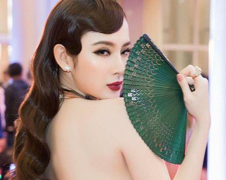 Angela Phuong Trinh goi cam noi bat giua dan sao Viet tren tham do LHP Quoc te Ha Noi 2016 - Anh 1