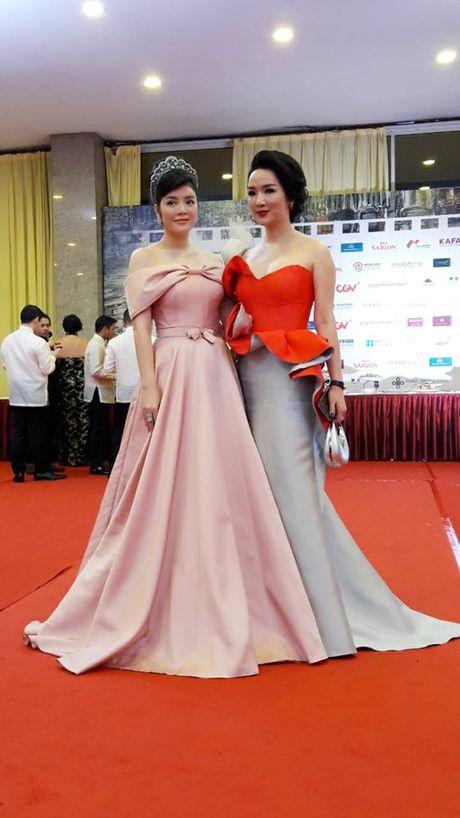 Angela Phuong Trinh goi cam noi bat giua dan sao Viet tren tham do LHP Quoc te Ha Noi 2016 - Anh 7