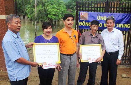 Hoi Cuu SV DH Bach khoa Ha Noi tai mien Nam ho tro cac truong hoc tai Quang Binh - Anh 1