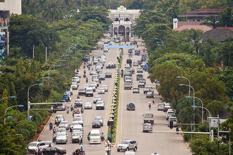 Xe hoi tai Lao re dang ke so voi Viet Nam - Anh 1