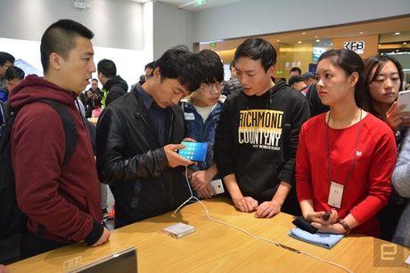 Co gi ben trong cua hang vat ly nhai Apple cua Xiaomi? - Anh 17