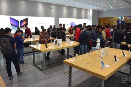 Co gi ben trong cua hang vat ly nhai Apple cua Xiaomi? - Anh 18