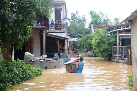Nhieu ban lang o mien nui Quang Tri con bi co lap do lu - Anh 5