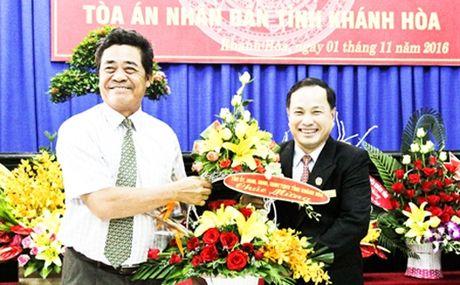 Bo nhiem nhan su VKSNDTC va TAND tinh Khanh Hoa - Anh 2