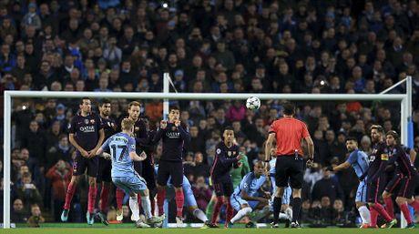 Messi mo ty so, Barca van thua nguoc 1-3 Man City - Anh 10