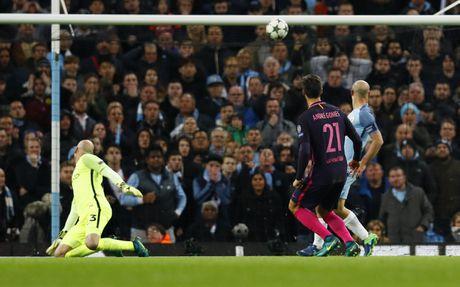 Messi mo ty so, Barca van thua nguoc 1-3 Man City - Anh 11