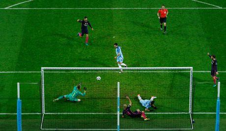 Messi mo ty so, Barca van thua nguoc 1-3 Man City - Anh 12