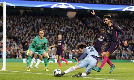 Messi mo ty so, Barca van thua nguoc 1-3 Man City - Anh 14