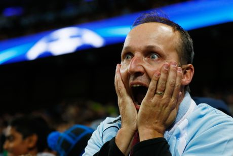 Messi mo ty so, Barca van thua nguoc 1-3 Man City - Anh 16