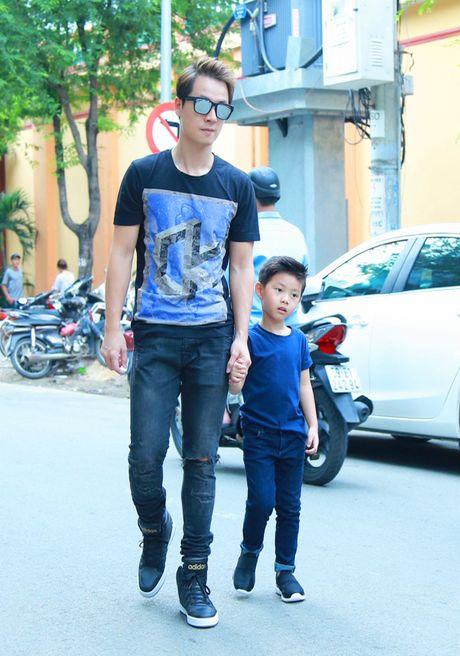 Dang Khoi va con trai dien do doi sanh dieu - Anh 1