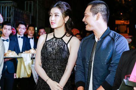 A hau Huyen My goi cam ben MC Phan Anh - Anh 6