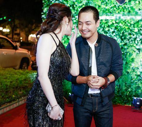 A hau Huyen My goi cam ben MC Phan Anh - Anh 7