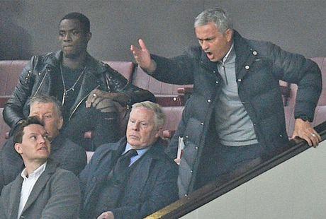 MU 'bit mieng' FA ve an phat cua Mourinho - Anh 1