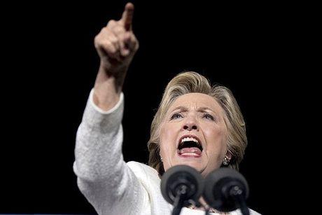 Hillary khan giong chia tay da kich Trump - Anh 1