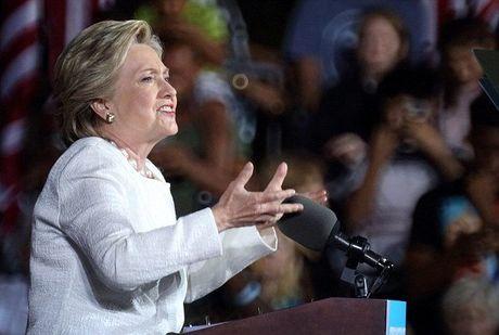 Hillary khan giong chia tay da kich Trump - Anh 5