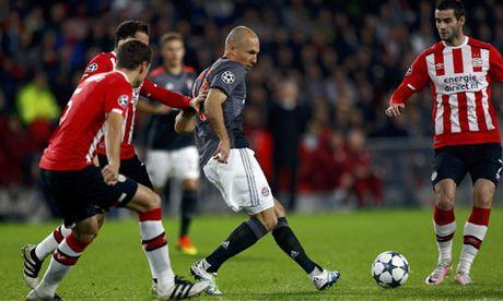 Lewandowski lap cu dup, Bayern vao vong 1/8 Champions League - Anh 3