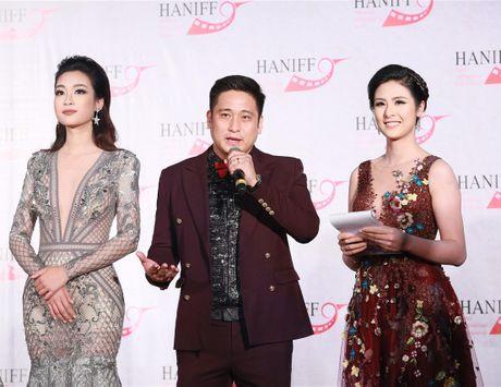 Den vien Minh Tiep lich lam sanh buoc cung Hoa hau Do My Linh, A hau Thanh Tu - Anh 2