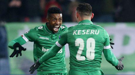 Ludogorets 2-3 Arsenal: Oezil ghi ban tuyet dep, Arsenal nguoc dong ngoan muc de di tiep - Anh 1