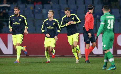 Ludogorets 2-3 Arsenal: Oezil ghi ban tuyet dep, Arsenal nguoc dong ngoan muc de di tiep - Anh 2
