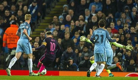 Barca thua, Messi van lap ky luc Champions League - Anh 1