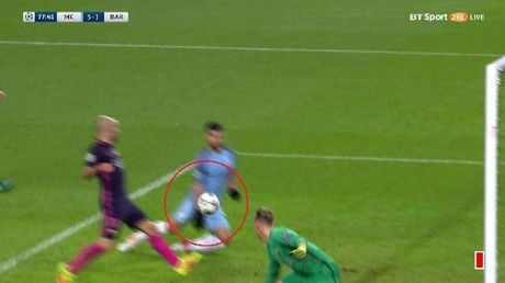 Nguoi Barcelona noi gian vi ban thua 'oan' truoc Man City - Anh 2