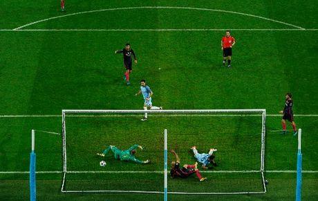 Nguoi Barcelona noi gian vi ban thua 'oan' truoc Man City - Anh 3