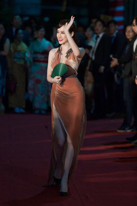 Hinh anh goi cam cua Angela Phuong Trinh tren tham do - Anh 1