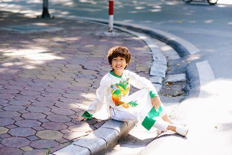 'Soai ca nhi' Gia Khiem xung xinh ao dai xuong pho ngay dau dong - Anh 12