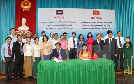 Tang cuong giao luu nhan dan giua An Giang va 2 tinh Campuchia - Anh 1