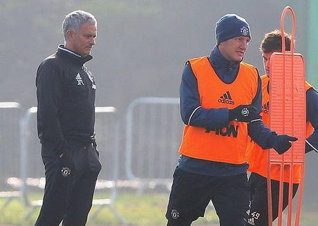 Mourinho het 'dac biet,' goi Schweinsteiger tro lai giup M.U - Anh 1