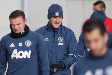 Mourinho het 'dac biet,' goi Schweinsteiger tro lai giup M.U - Anh 2