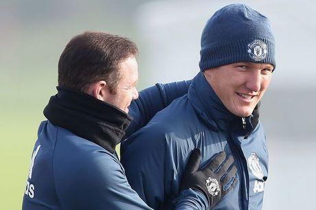 Mourinho het 'dac biet,' goi Schweinsteiger tro lai giup M.U - Anh 3