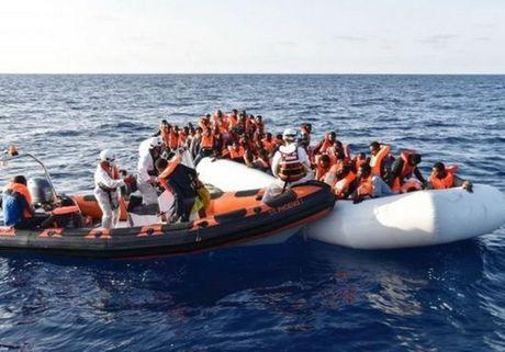 Hon 100 nguoi thiet mang trong vu chim thuyen ngoai khoi Lybia - Anh 1