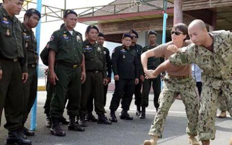 My va Campuchia san sang dien tap ban dan that tren bien - Anh 1