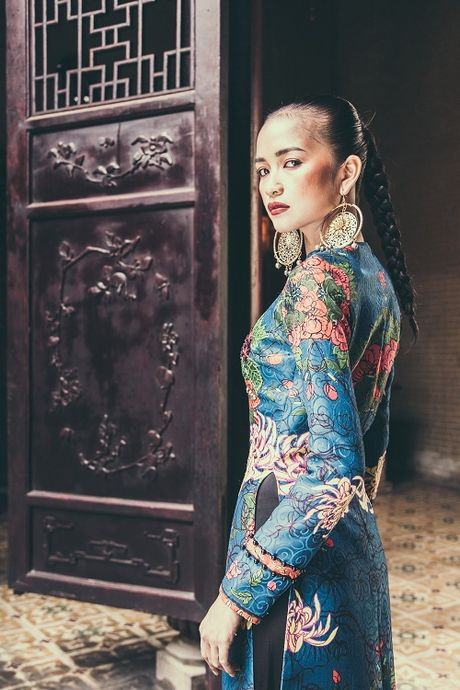 Quan quan Next Top Ngoc Chau hut hon voi ao dai gam lua - Anh 5